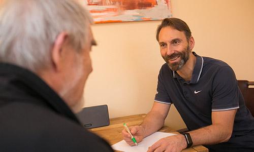 Stefan Kirschstein im Gespräch mit einem Kunden
